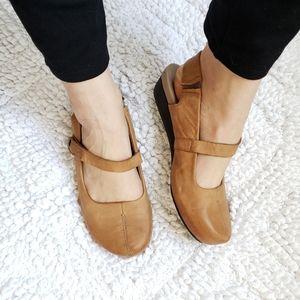OTBT Mary Jane Low Wedge Slingback Shoes Size 8